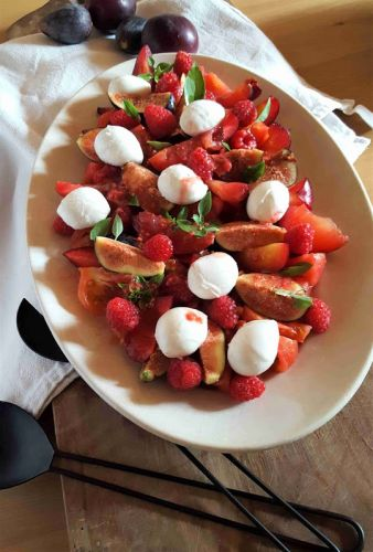 Happy Summer:  Salade toute rouge, tomates, framboises, prunes selon Christophe Adam