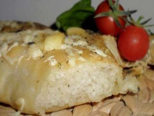 Fougasse aux fromages aux herbes
