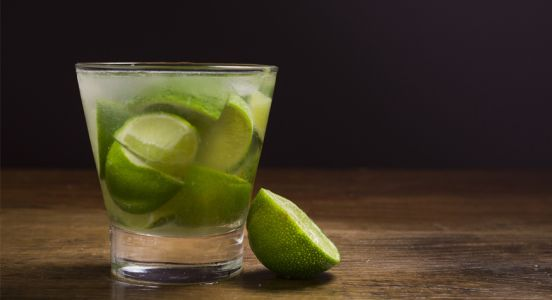 Caipirinha:  la recette cocktail so Brasil by Aguacana