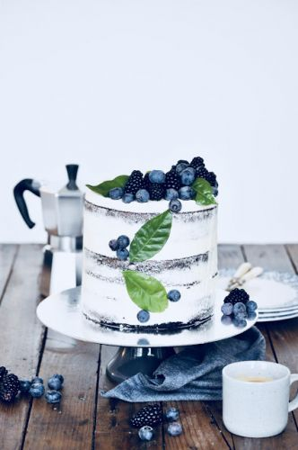 Black fruits naked cake | Naked cake au chocolat, myrtilles et mûres