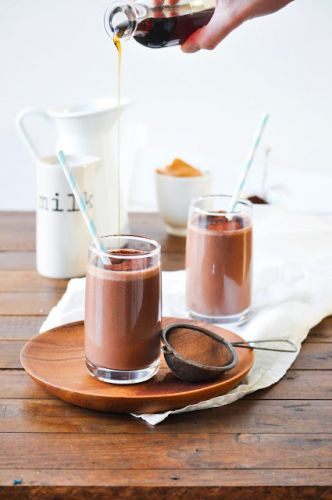 Chocolate, peanut butter and banana smoothie | Smoothie au chocolat, beurre de cacahuète et banane